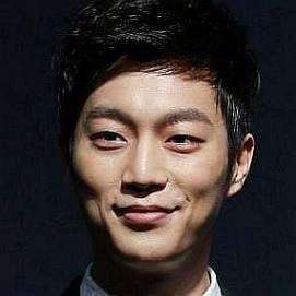 Girlfriend joon 2018 doo yoon Yoon Doo