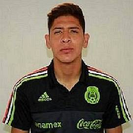 Edson Alvarez dating 2021 profile
