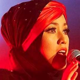 Shila Amzah dating 2021 profile