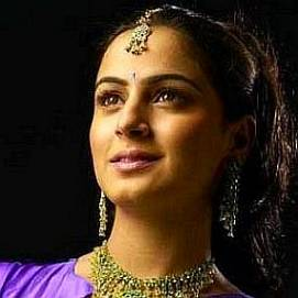 Shraddha Arya dating 2021 profile