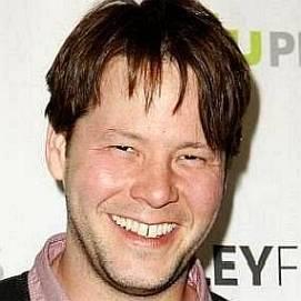 Ike Barinholtz dating 2021