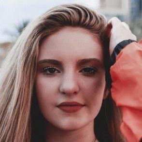 Brooke Blach dating profile
