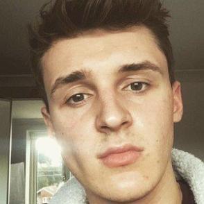Lewis Buchan dating profile