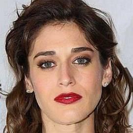 Lizzy Caplan dating 2021