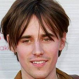 Reeve Carney dating 2020