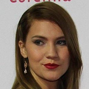 Kerstin Cook dating 2020 profile