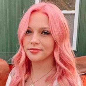 Zoe Hazel VanBrocklin dating 2020 profile