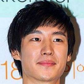 Lee Je-hoon dating 2021 profile