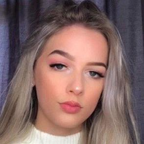 Lauren Kearns dating profile