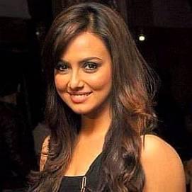 Sana Khan dating 2021 profile