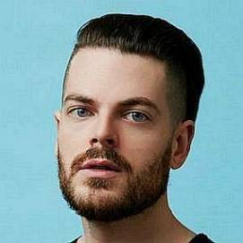 Adam J. Kurtz dating 2020 profile