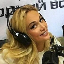 Victoria Lopyreva dating 2021 profile