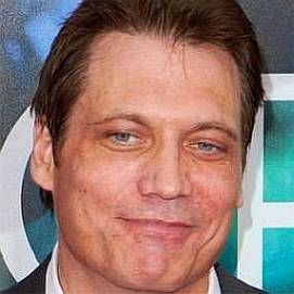 Holt McCallany dating 2020