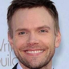 Joel McHale dating 2020