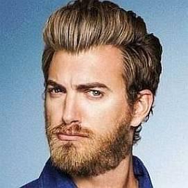 Rhett McLaughlin dating 2021