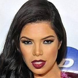 Suelyn Medeiros dating 2020