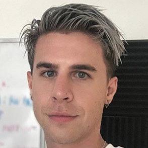Eric Mondo dating profile