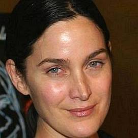 Carrie-Anne Moss dating 2021
