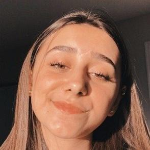 Emily Paulichi dating profile