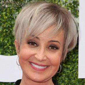 Annie Potts dating 2020