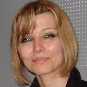 Elif Safak dating 2021