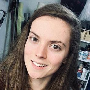 Lydia Scott dating profile