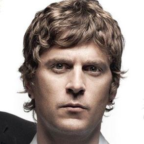 Rob Thomas dating 2020