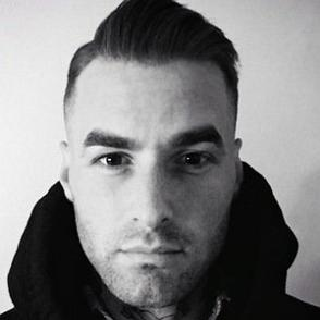 Shaun Topper dating 2021 profile