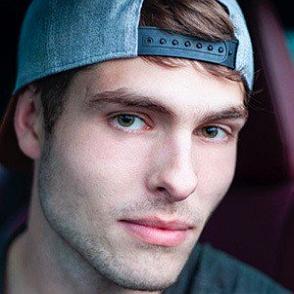 Brandon Walsh dating profile