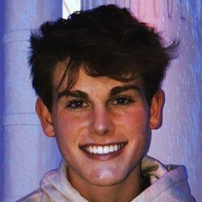 Ryan Wauters dating profile