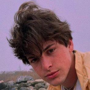 Troy Zarba dating profile