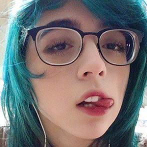 ZoeisYourHomie dating profile